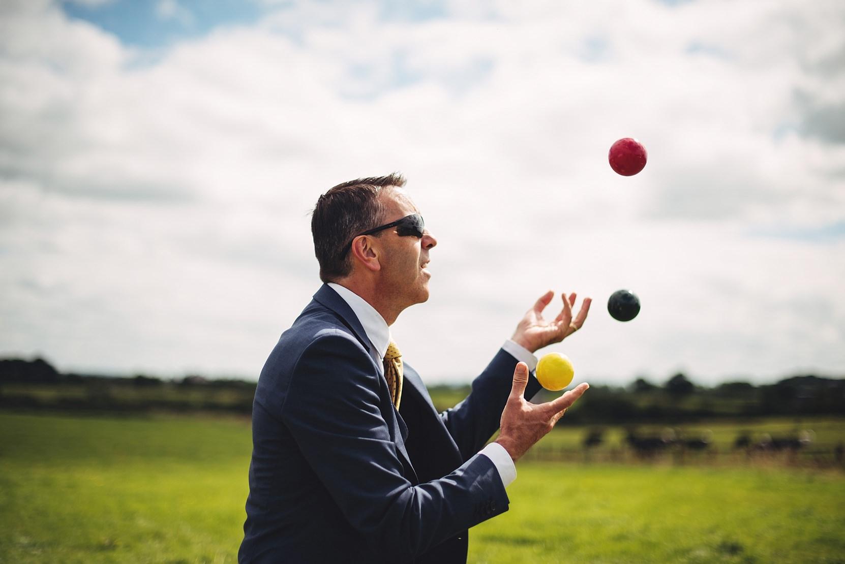 The best man juggling